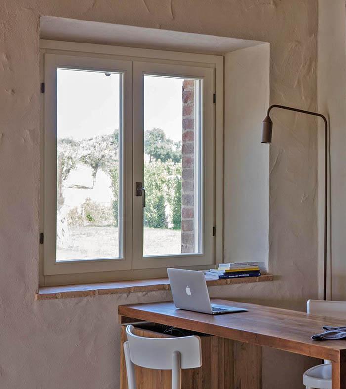 finestra legno 80x86 Clima ambientata